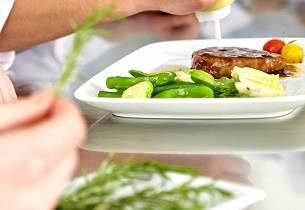 Marinert entrecote med bønne- og fennikelsalat og tomatdressing