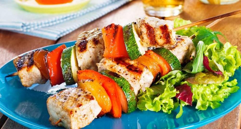 Grillspyd med svinekjøtt, aprikos og couscous
