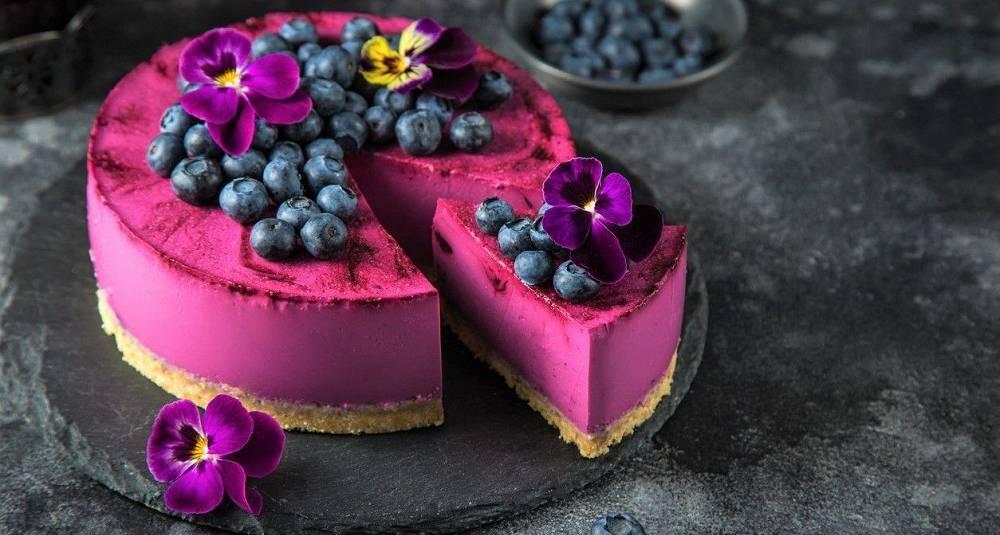 Om blåbærsesongen sviktet i år, er bær fra fryseren supre i denne kaken