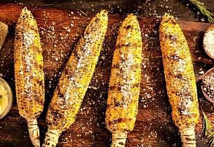 Fersk mais legger du rett på grillen