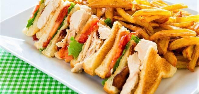Club sandwich med kylling