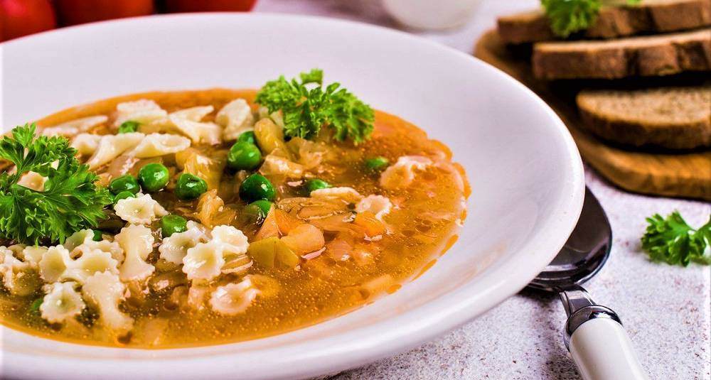 Suppe med pasta og kyllinglever
