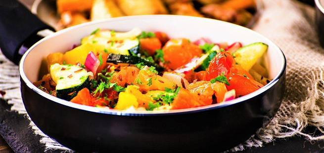 Ovnsbakt squash, poteter og tomater Briami som i Hellas