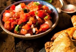 Chilensk tomat og løksalat ensalada chilena