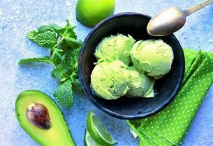 Avocado-iskrem med lime og mynte