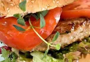 Gresk burger med svinekjøtt