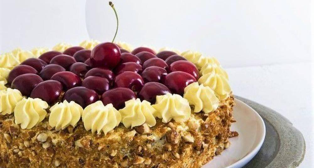 Har du moreller til overs, bruk dem i denne lekre kaken