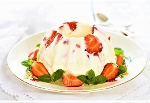 Mormors fløtepudding med jordbær