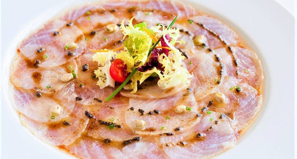 Råmarinert kveitefilet med tapenadedressing og parmesan