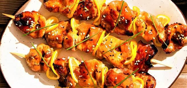 Grillet kyllingspyd på japansk Yakitori