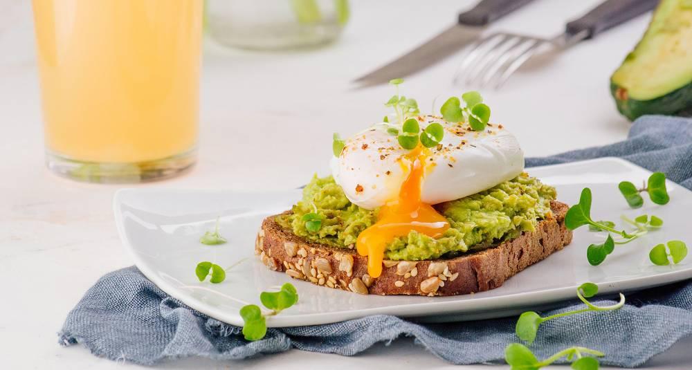 Avokadotoast med posjert egg