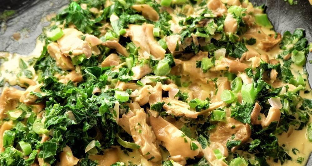 Lakserør - en kremet rett med røkelaks, østerssopp, grønt og Dijon-sennep