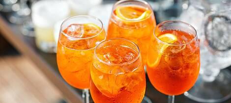 Dette er smaken av sommer for mange. Her finner du aperol spritz og mange andre leskende drinker