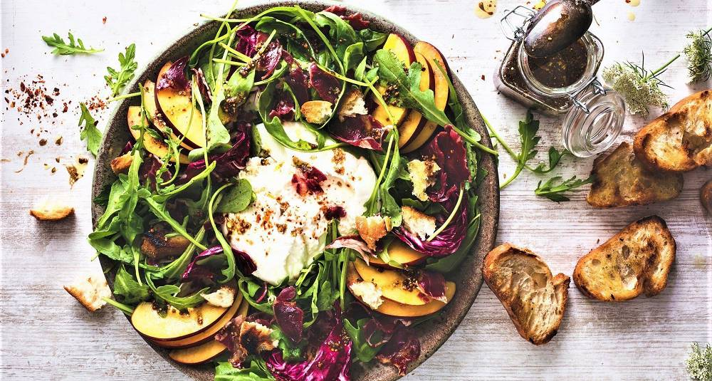 Denne lekre salaten er en fest både for øyet og ganen