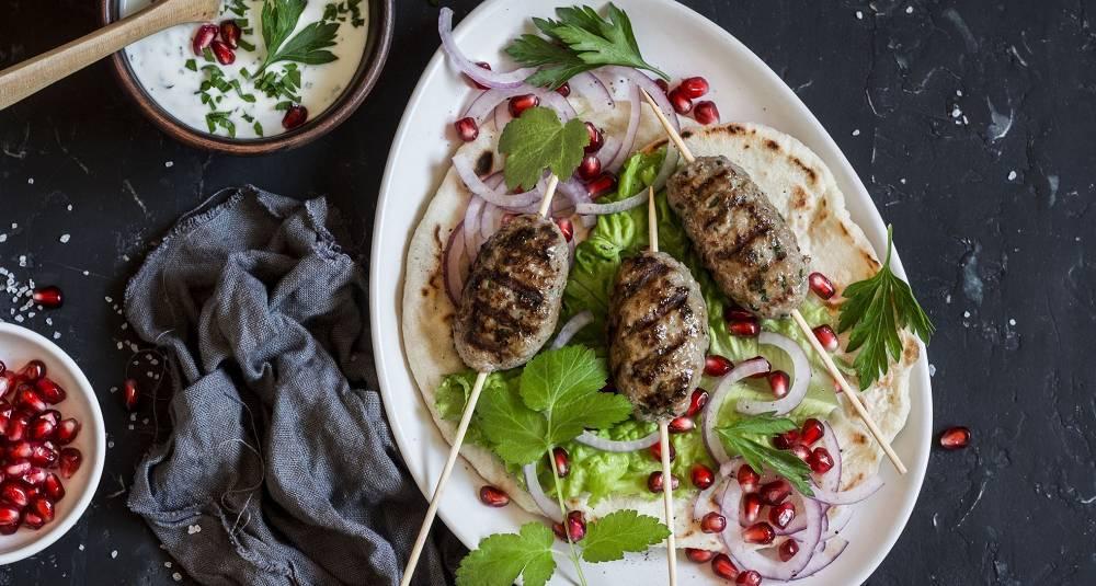 Kebab på grillen smaker himmelsk - la deg friste av denne saftige varianten