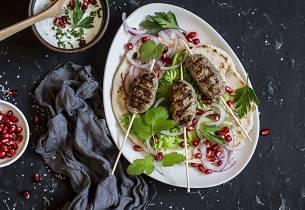 Şiş köfte -tyrkisk lammekebab med granateple-tzatziki