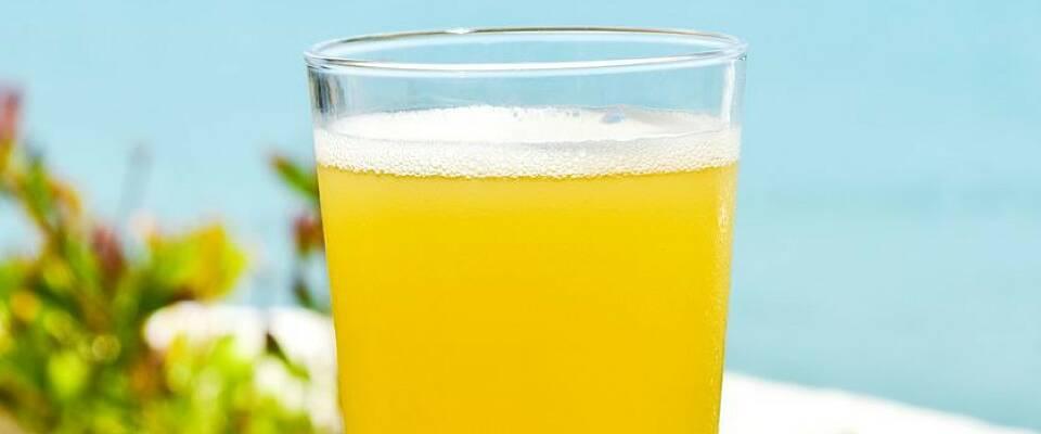 Sitronsmaken på ølet kan du tilsette selv - med hjemmelaget limonade blir øldrinken perfekt