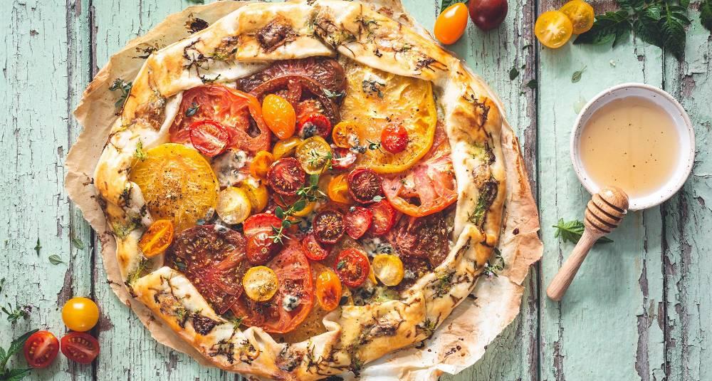 Tomatterte med blåmuggost og honning