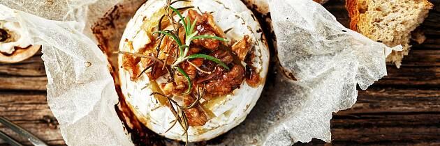 Bakt camembert er kosemat som skal nytes med senkede skuldre og fulle glass