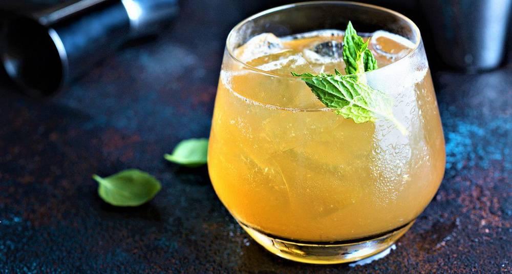 Eplesidercocktail med bourbon