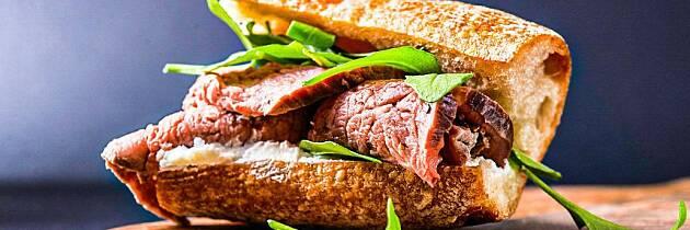 Putt biffen i en baguette og middagen er servert