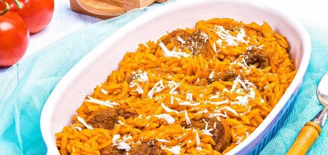 Ovnsbakt lammekjøtt med pasta Giouvetsi fra Hellas