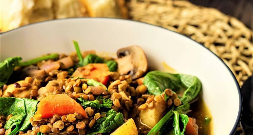 Grønnsakgryte med linser, sopp og spinat