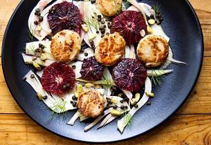 Stekte kamskjell med fennikel og blodappelsin