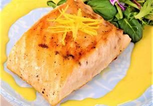 Stekt eller bakt kveite med karrisaus og villris med mais og tomatconcasse