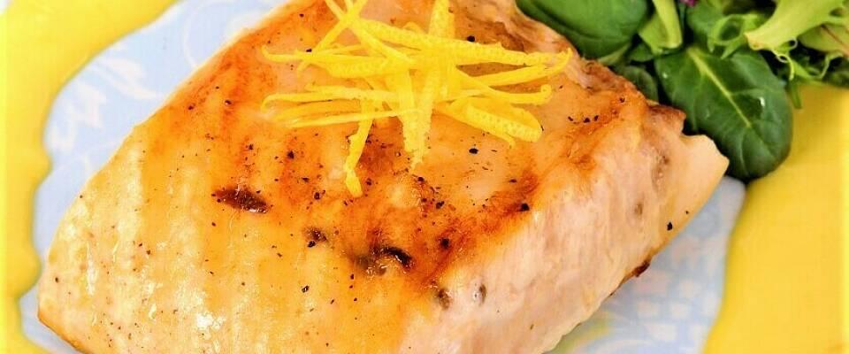 Karrisaus smaker fortreffelig til mer enn fiskeboller - her får den luksuriøse omgivelser
