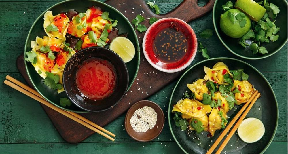 Kinesiske wontons i chilisaus
