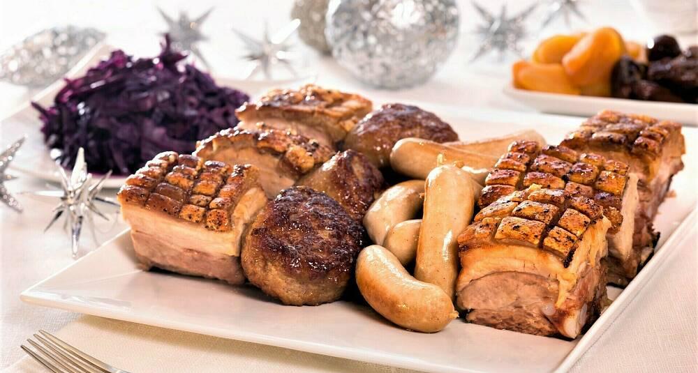 Ribbe eller pinnekjøtt på julaften? Her får du begge oppskriftene