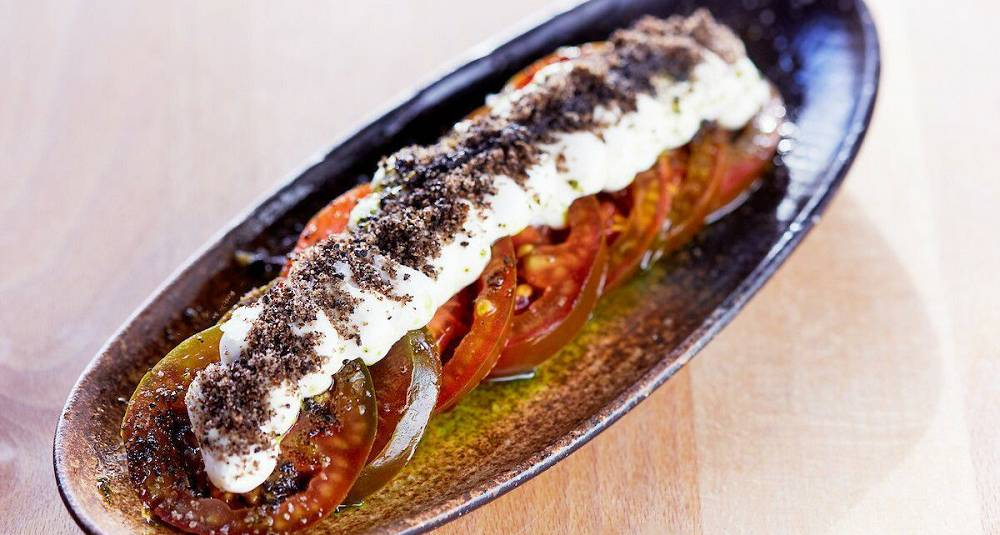 Kumato tomatsalat, chevrekrem, olivendressing
