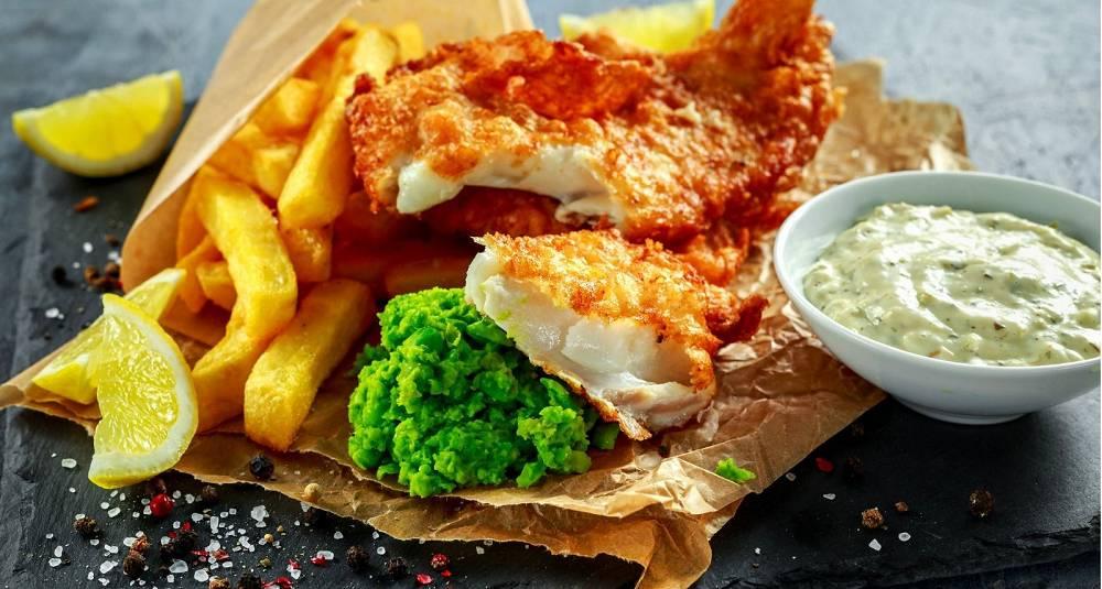 Fish & chips med ertepuré og tartarsaus
