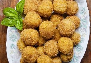 Tapas kyllingkroketter av lår med sitrusglasert nepe på ratatouille med liten salat