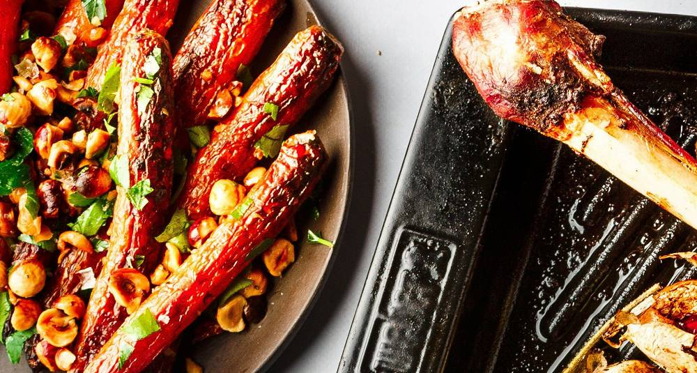 Grillede gulrøtter med ristede hasselnøtter og persille