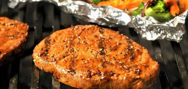 Grillet skinkebiff med grønnsakspakke