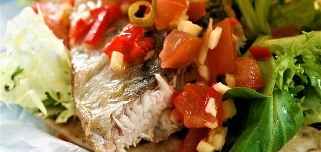 Makrellsalat i potetlompe