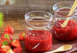 Slik lager du enkelt jordbærsyltetøy