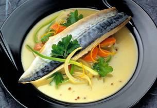 Dampet makrell med appelsinsaus