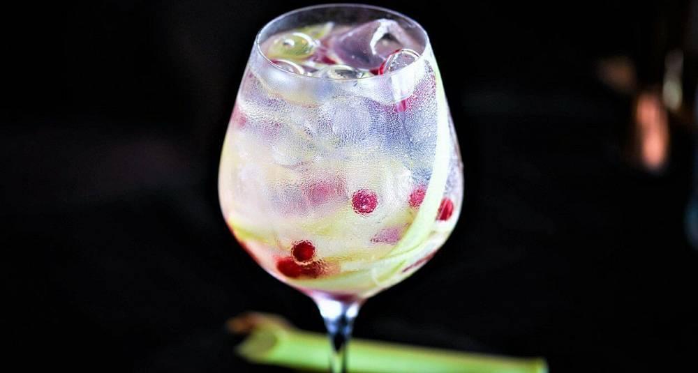 Gin tonic med rabarbra drinkoppskrift