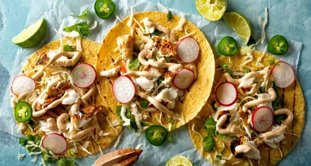 Grillet fisketaco med kålsalat og meksikansk crema