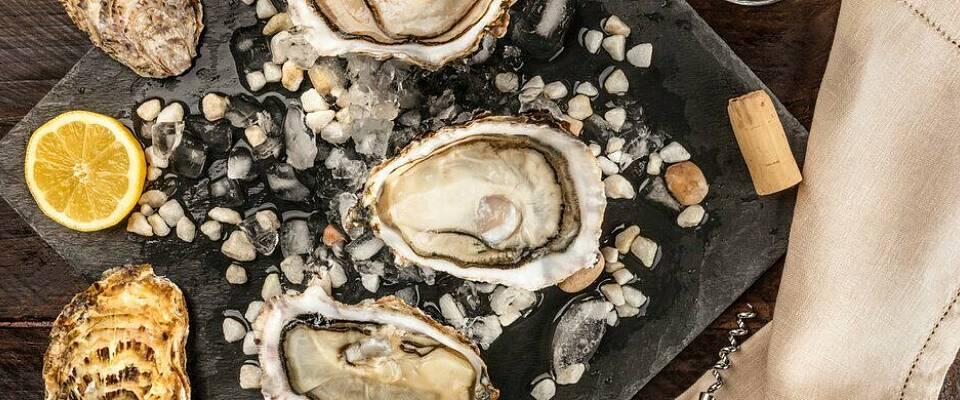 Slik åpner og serverer du østers naturell
