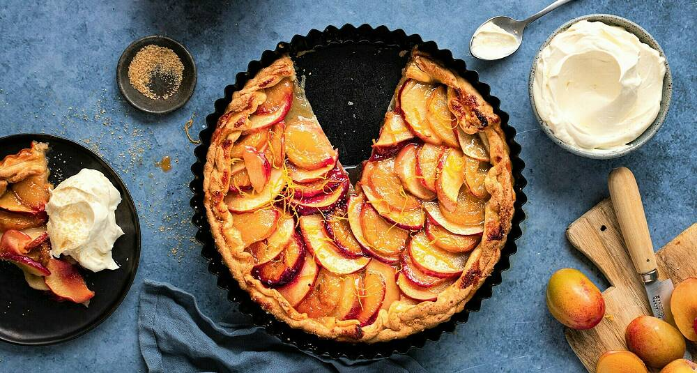 Blander du epler og plommer, får du en annen smak på paien