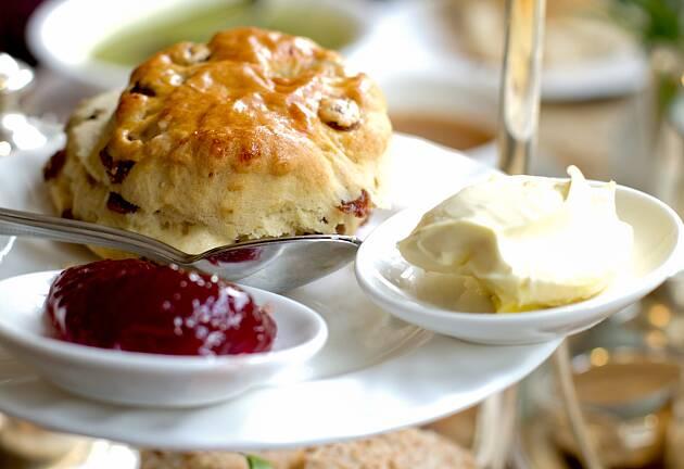 Skal du servere ekte afternoon tea, må du ha clotted cream