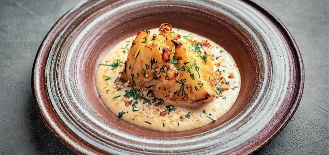 Ovnsbakt blomkål med gruyere-ostesaus, kjørvel og olivenolje