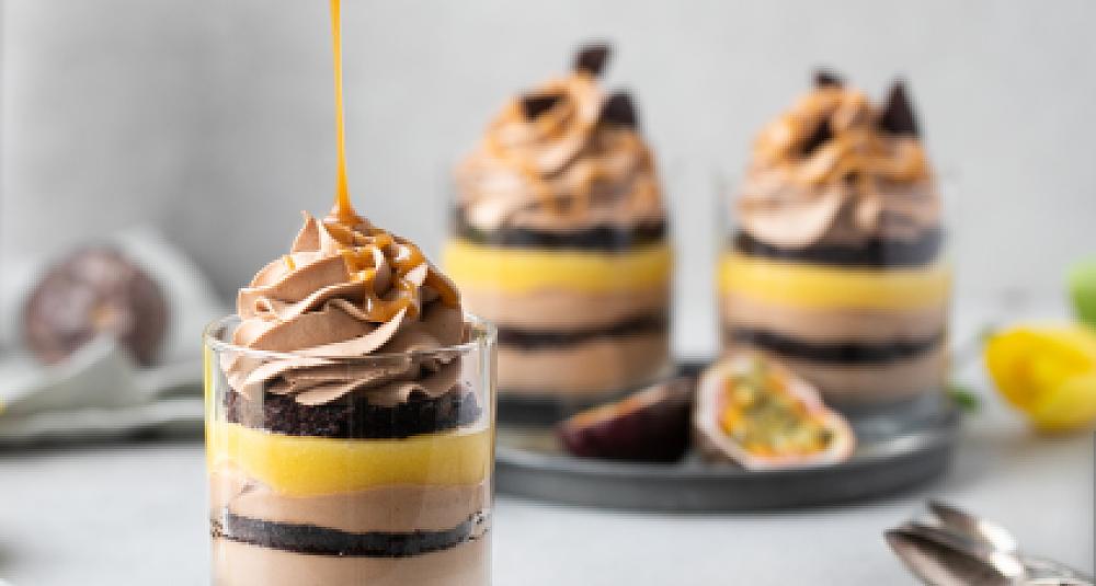 Caketail med sjokolade, pasjonsfrukt og Baileys Salted Caramel