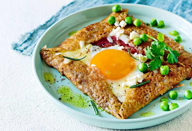Egg til overs etter påsken? Lag deilige fylte franske bokhvetepannekaker
