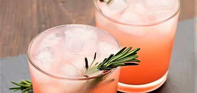 Gin spritz med rødbeter og rosmarin