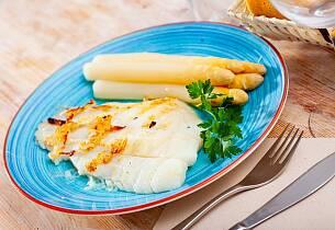 Pannestekt piggvar med hvit asparges